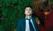 Swiss Army Man: Daniel Radcliffe e Paul Dano nel trailer uncensored