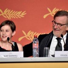 The BFG: Ruby Barnhill e Steven Spielberg durante la conferenza stampa