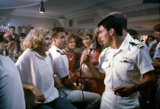 Tom Cruise con Kelly McGillis in una scena di Top Gun