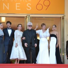 Cannes 2016: uno scatto di Pedro Almodóvar, Emma Suárez, Adriana Ugarte, Daniel Grao sul red carpet di Julieta