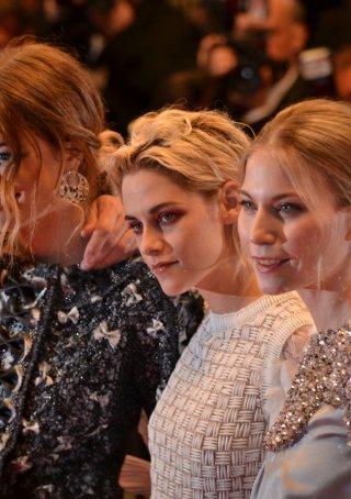 Cannes 2016: Kristen Stewart in uno scatto sul red carpet di Personal Shopper
