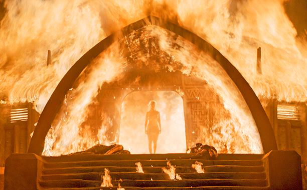 Il trono di spade: Emilia Clarke nell'episodio Boof of the Stranger