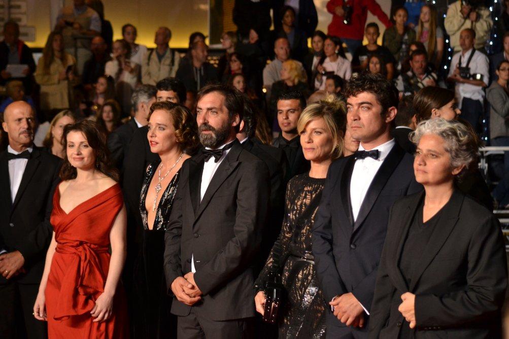 Cannes 2016: Stefano Mordini, Riccardo Scamarcio, Viola Prestieri, Marina Foïs e Valeria Golino sul red carpet per Pericle il nero