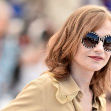 Elle: Isabelle Huppert durante il photocall a Cannes