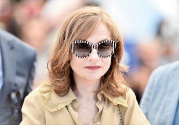 Elle: un primo piano di Isabelle Huppert durante il photocall di Cannes 2016