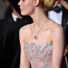 Cannes 2016: Elle Fanning sul red carpet di The neon Demon