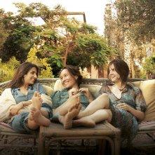 La casa delle estati lontane: Yael Abecassis, Géraldine Nakache e Judith Chemla insieme in un momento del film