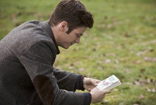 The Flash: Grant Gustin in un'immagine dell'episodio The Runaway Dinosaur