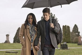 The Flash: Candice Patton e Grant Gustin in The Runaway Dinosaur
