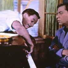 Un americano a Parigi: Gene Kelly e Oscar Levant in una scena del film