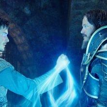 Warcraft - L'inizio: Ben Schnetzer e Travis Fimmel in una scena del film