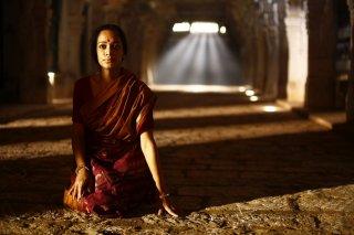 L'uomo che vide l'infinito: Devika Bhise in una scena del film