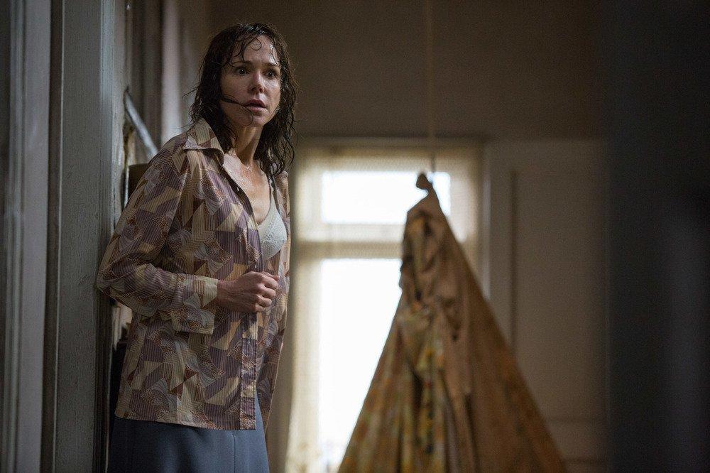 The Conjuring - Il caso Enfield: Frances O'Connor in una scena del film