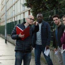 Bastille Day: Charlotte Le Bon, Richard Madde e Idris Elba insieme al regista James Watkins sul set del film