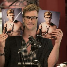 Ghostbusters: Chris Hemsworth in una simpatica immagine del film