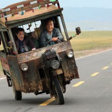 Skiptrace: Jackie Chan e Johnny Knoxville in una scena del film