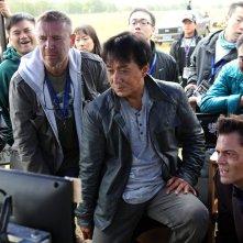 Skiptrace: il regista Renny Harlin con Jackie Chan e Johnny Knoxville sul set del film