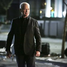 Arrow: Neal McDonough è Damien Darhk in Scissione