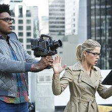 Arrow: Echo Kellum ed Emily Bett Rickards nell'episodio Scissione