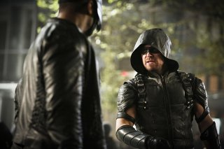 Arrow: Stephen Amell e David Ramsey in Scissione
