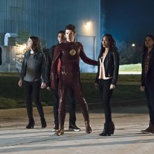 The Flash: un'immagine dei protagonisti nel season finale The Race of His Life