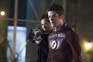 The Flash: gli attori Grant Gustin e Tom Cavanagh nella puntata The Race of His Life