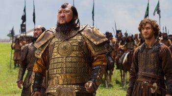 Marco Polo: Benedict Wong e Lorenzo Richelmy in una scena della serie