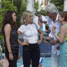 Le sorelle perfette: Tina Fey, Amy Poehler, Dianne Wiest e James Brolin in una scena del film