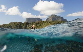 Paradise Beach - Dentro l'incubo: Blake Lively in una suggestiva immagine a pelo d'acqua