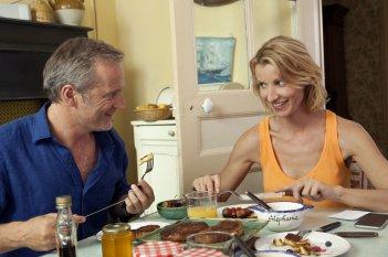 Torno da mia madre: Alexandra Lamy e Philippe Lefebvre in una scena del film