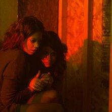 Viral: Sofia Black-D'Elia e Analeigh Tipston in una scena del film