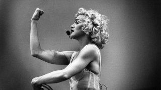 Madonna durante una performance del suo Blonde Ambition Tour