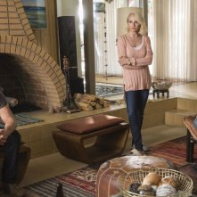 Animal Kingdom: Scott Speedman, Ellen Barkin e Finn Cole nel primo episodio
