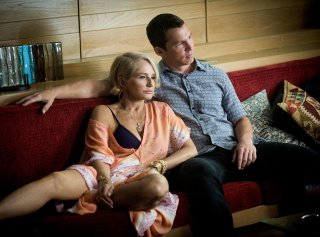 Animal Kingdom: Ellen Barkin insieme a Shawn Hatosy in una foto del primo episodio