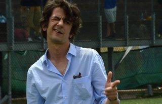 I babysitter: Francesco Mandelli scherza davanti ai fotografi