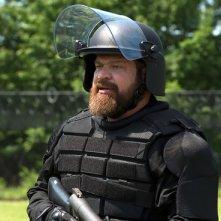 Orange is the New Black: Brad William Henke in una foto della quarta stagione