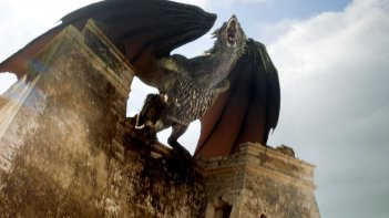 Il trono di spade 6: Drogon s'è fatto grandicello in Battle of the Bastards