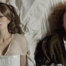 I fiori del male: Flora Vona sdraiata sul letto in una scena del film
