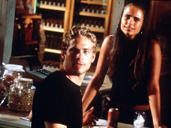The Fast and the Furious:  Paul Walker in una scena del film di Rob Cohen