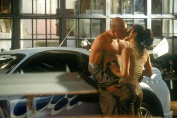 The Fast and the Furious: Vin Diesel e Michelle Rodriguez in un momento intimo del film