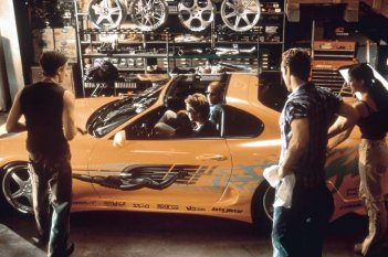 The Fast and the Furious: Vin Diesel, Paul Walker e Michelle Rodriguez in una scena del film