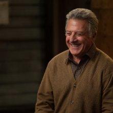 Mr. Cobbler e la bottega magica: un sorridente Dustin Hoffman in una scena del film