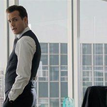 Suits: Gabriel Macht in una scena della serie