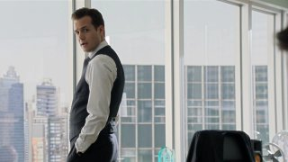 Suits: Gabriel Macht in una scena della serie