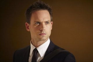 Suits: un primo piano di Patrick J. Adams