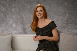 Suits: Sarah Rafferty in una scena