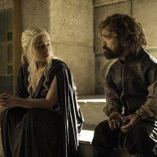 Il Trono di Spade: Emilia Clarke e Peter Dinklage in una foto di The Winds of Winter