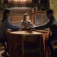 Ouija - L'origine del male: Lulu Wilson, Elizabeth Reaser e Henry Thomas in una scena del film