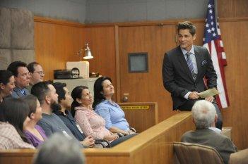 The Grinder: Rob Lowe arringa una giuria
