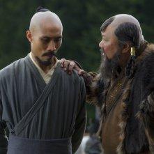 Marco Polo: Tom Wu e Benedict Wong in una scena